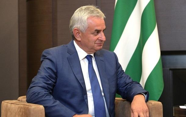 Президент  Абхазии ушел в отставку