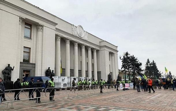 В центре Киева протестующие перекрыли движение