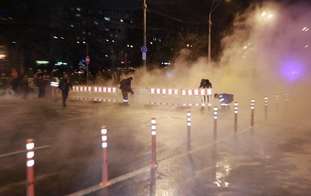Аварию у ТРЦ в Киеве ликвидируют через сутки