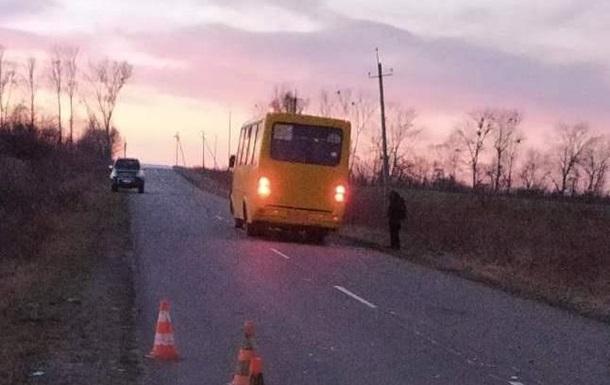 На Львівщині автобус на смерть збив людину