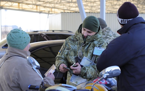 За год на пунктах пропуска Донбасса умерло 27 человек