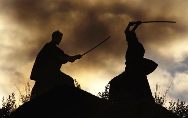 Американець просив суд дозволити йому битися на мечах з колишньою дружиною
