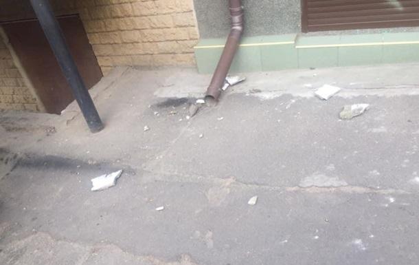 В Одессе кусок карниза со здания разбил женщине голову