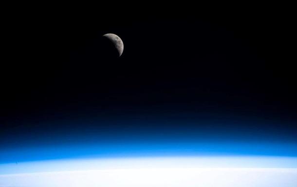 В NASA показали ледяную поверхность луны Сатурна