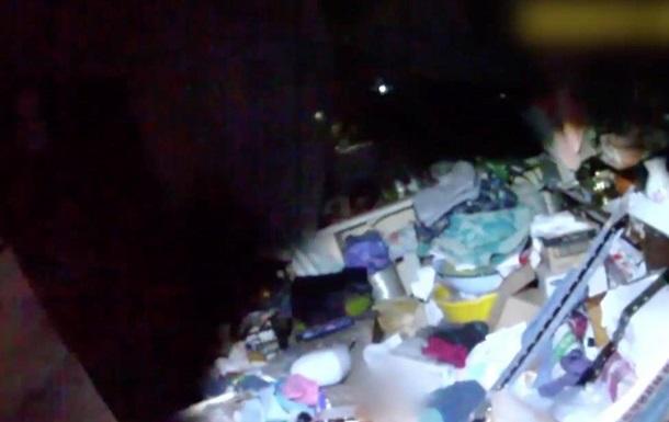 Женщину завалило мусором в собственной квартире в Сумах