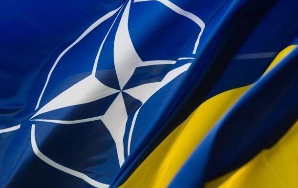 НАТО підтримує реформи в секторі оборони і безпеки України