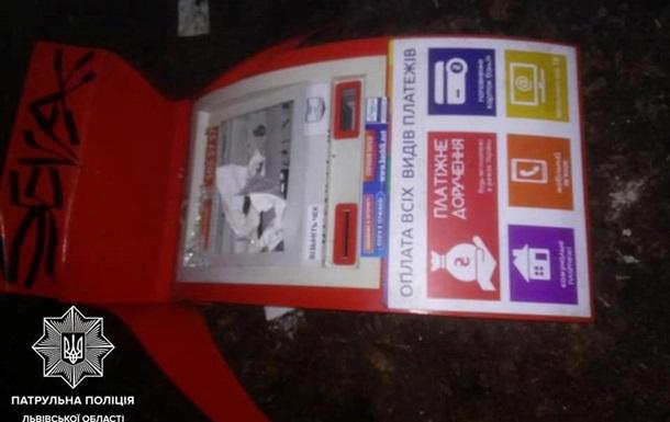 Во Львове таксист с пассажиром украли платежный терминал
