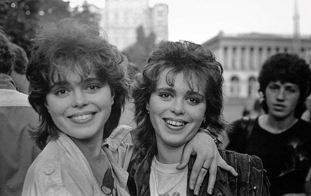 Соцмережі знайшли фотографу близнюків для повторного фото через 30 років