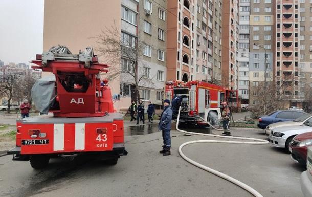 В Киеве горит многоэтажка, есть пострадавшие
