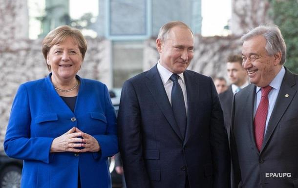 Меркель поговорила з Путіним російською мовою