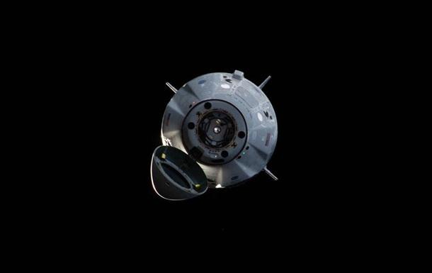 Корабль Crew Dragon уцелел при взрыве Falcon 9