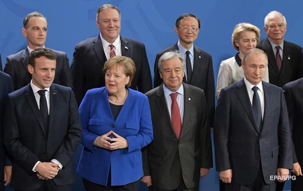 Путин  потерялся  на конференции в Берлине