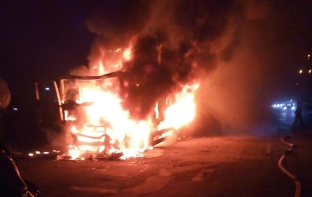 Под Днепром сгорел грузовик с колбасой