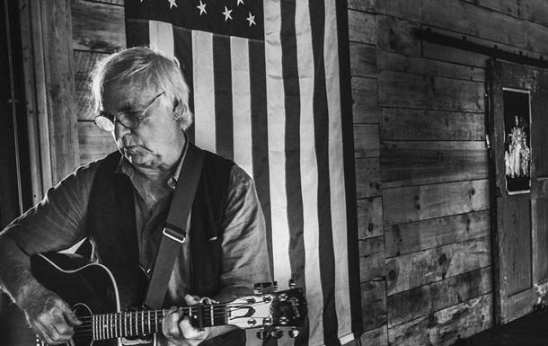 Американский певец умер во время выступления