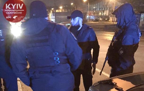 В Киеве полиция преследовала пьяного и вооруженного нарушителя