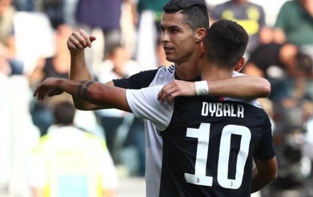 Роналду поцеловал Дибалу после гола в ворота Пармы