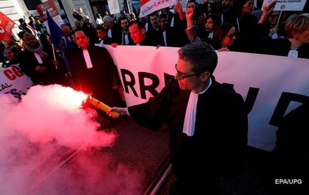 У Франції напали на штаб-квартиру головної профспілки країни
