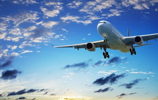 Самолет экстренно сел из-за оставшегося без штанов бортпроводника