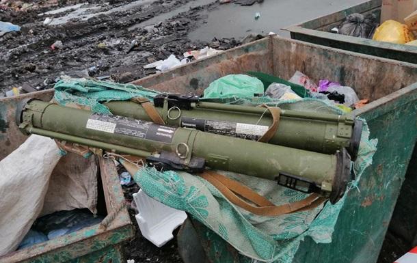 В Житомире гранатометы выбросили в мусорник