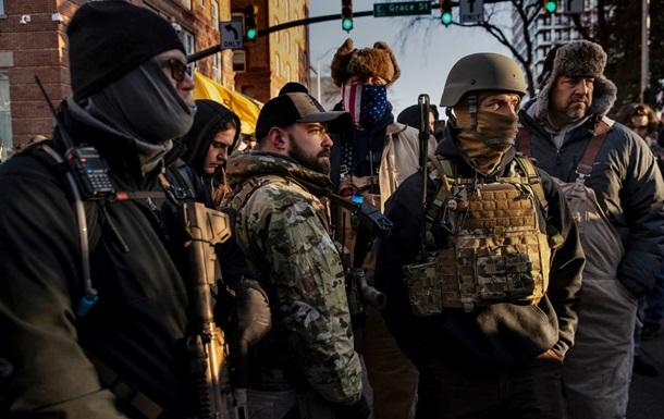 На митинг в США пришли тысячи вооруженных людей