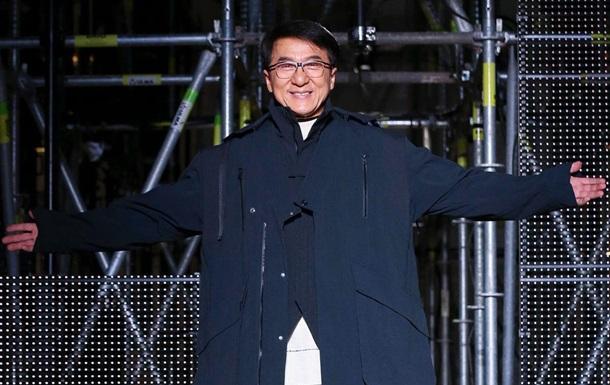 Джеки Чан вышел на подиум в Париже