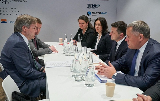 Зеленский провел первую встречу на форуме в Давосе
