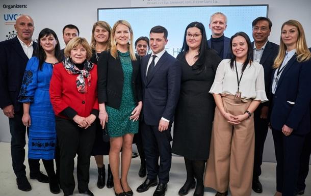 Зеленский посетил Украинский дом в Давосе