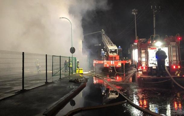 Під Києвом сталася масштабна пожежа в Меблевому містечку