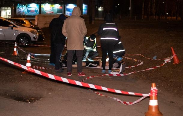 У Києві на вулиці зарізали чоловіка