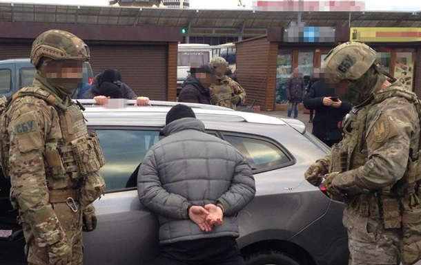 СБУ задержала в Ровно дельцов с 56 кило ртути