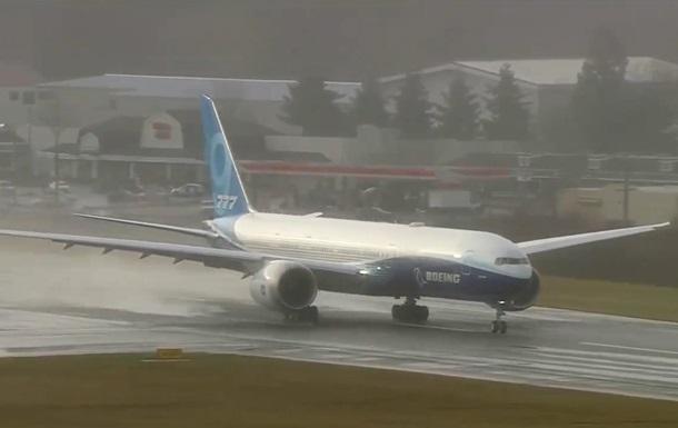 Лайнер Boeing 777X розпочав перший випробувальний політ