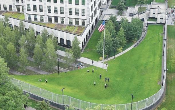 У Києві допитали співробітників посольства США - ЗМІ