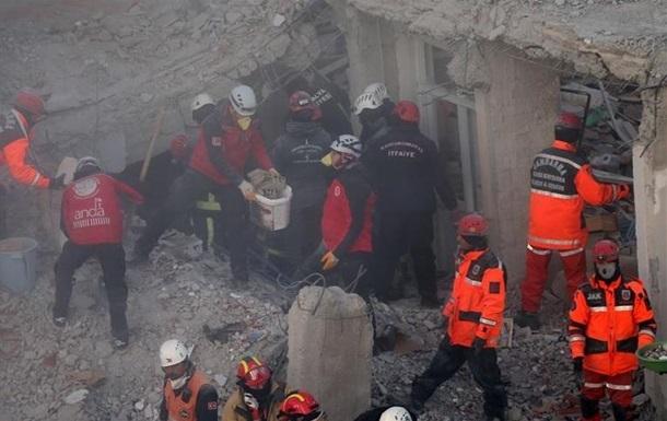 В Турции через сутки после землетрясения под завалами нашли мать с ребенком