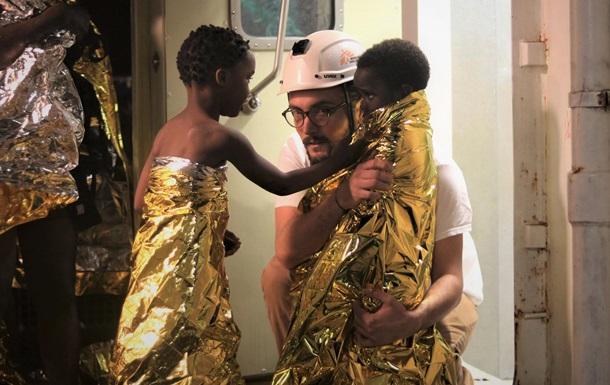 На выходных в Средиземном море спасли около 500 мигрантов