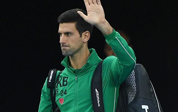 Джокович разминался перед матчем в форме с нашивками в память о Брайанте