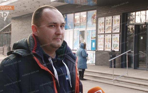 Житель Кривого Рога вернул 10 тысяч долларов, найденные в магазине