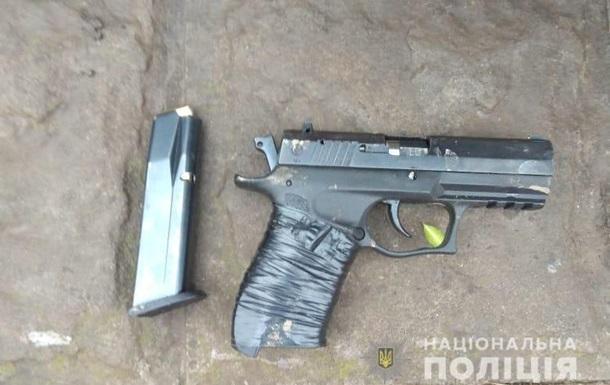В Днепропетровской области мужчина стрелял в патрульных