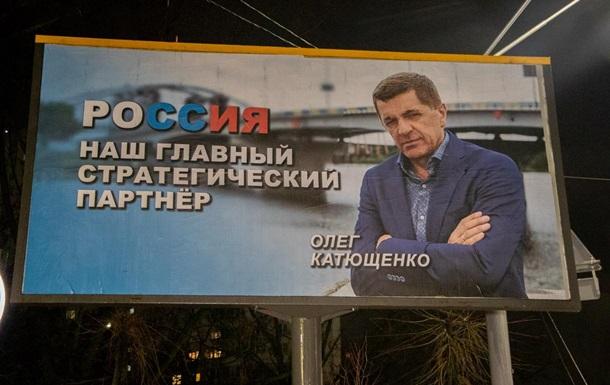 У Києві за ніч поклеїли і зняли білборди про Росію