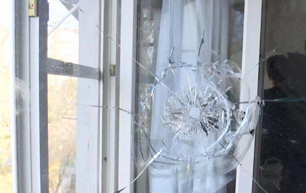 В Одессе пятые сутки неизвестный стреляет по окнам дома