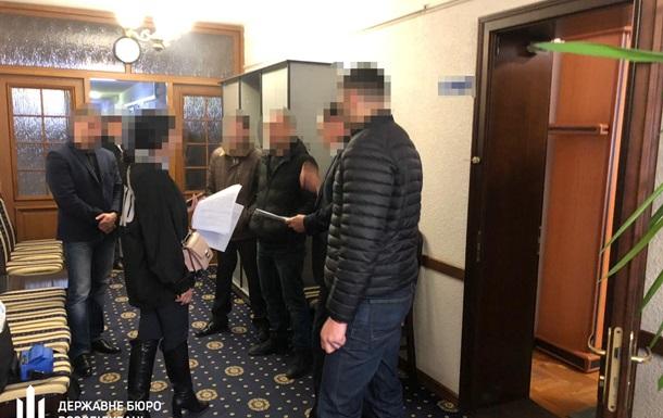 Фискалов  обыскали из-за незаконного экспорта грецких орехов