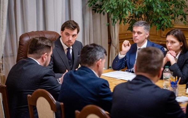 Гончарук поручил эвакуировать украинцев из Китая