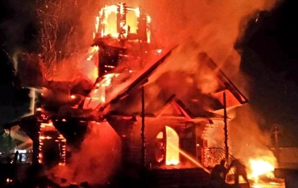 На Закарпатье сгорела деревянная церковь