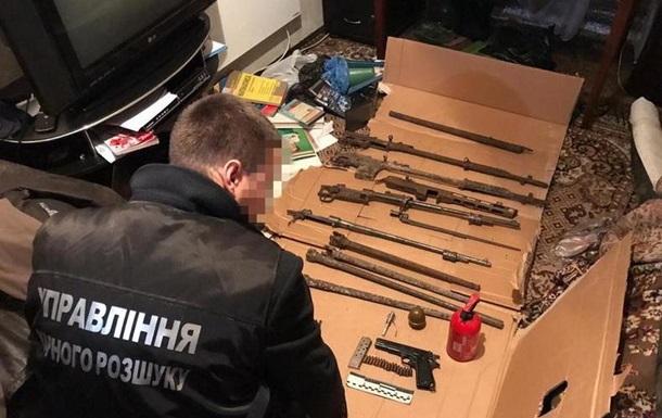 На Донбассе в квартире сепаратиста  ЛНР  нашли оружие