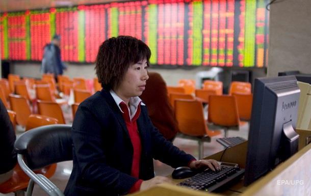 Китайські біржі відкрилися обвалом котирувань