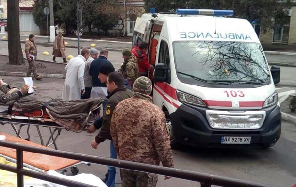 В Киев авиацией доставили раненых с Донбасса
