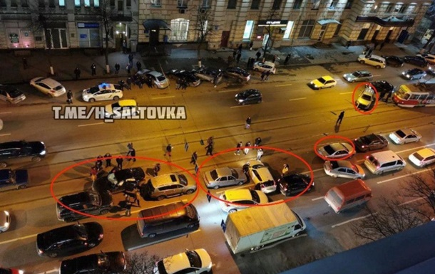 У Харкові зіткнулися дев ять автомобілів