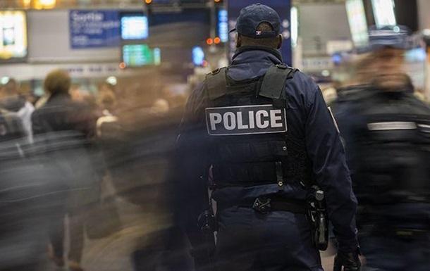 Во Франции мужчина с ножом напал на жандарма