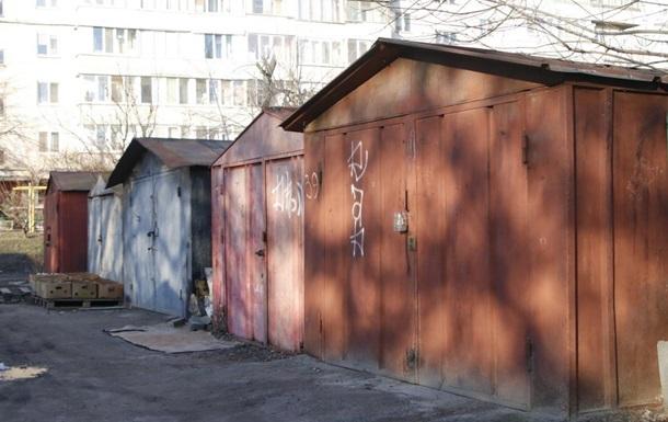 В Киеве возле гаражей нашли тело девушки
