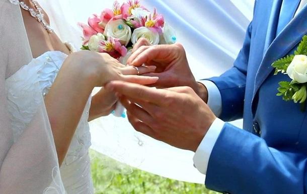 В Украине в прошлом году в 6 раз больше женились, чем разводились
