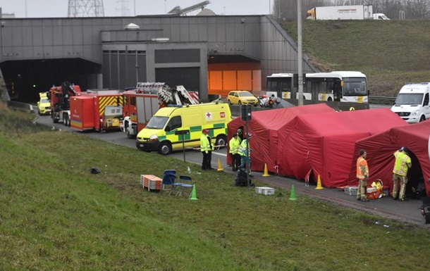 В Бельгии в туннеле столкнулись автобусы: полсотни раненых